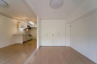 リビングに隣接する和室は、洋室へ変更