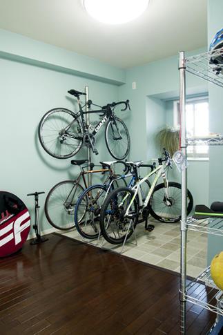玄関隣のサイクルコーナー