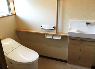 昔ながらのトイレを広々空間なトイレへ