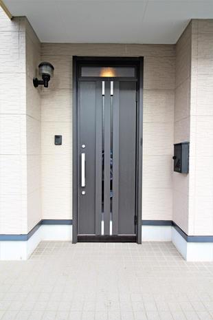 玄関ドアを交換・快適に