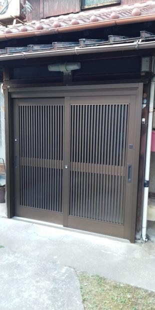 木製玄関引き戸を・・・
