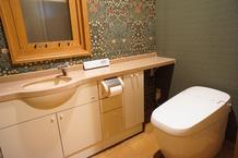好きな壁紙に囲まれたトイレ空間完成