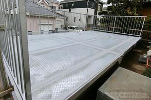 車庫屋根部分を有効利用、塩害対策も施したカーポート