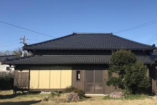 屋根は葺き替え、外壁はサイディングを貼り建てたばかりの様です
