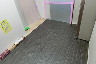 床材も貼り替えます