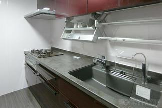 ダウンウォールで収納しやすいキッチン