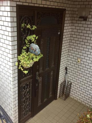 交換前の玄関扉です