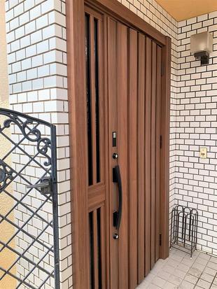 船橋市 玄関が新築のように!リシェントのカバー工法でカンタン1Dayリフォーム