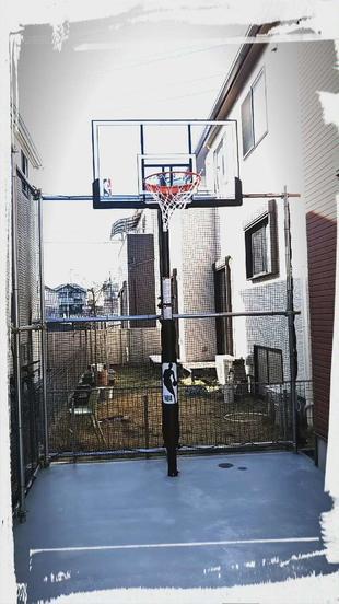 お庭にバスケットコート☆