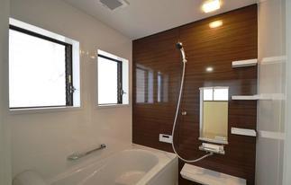 明るく清潔で入浴が楽な浴室へ