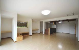一日中照明が点けっぱなしの薄暗い我が家が、明るく開放的なLDKを持つ快適なお家へ大変身!