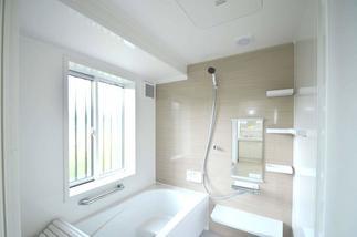 冬でもぽかぽか。断熱性と耐震性を両立した高性能な浴室。