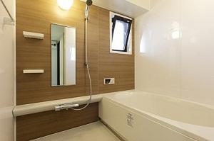 温かみのある浴室になりました。