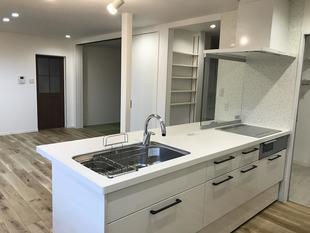 キッチンを中心に回遊する家