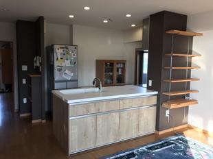収納力のあるすっきりとしたキッチンに マンション