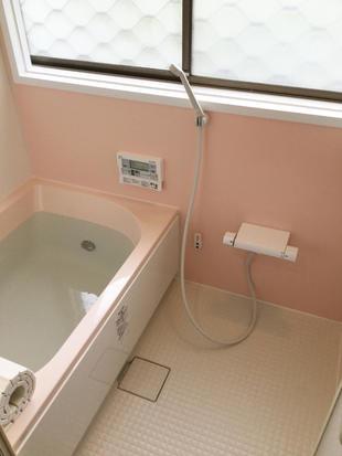 バランス釜で狭かった浴槽もひろびろ