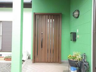 個性的な建物の色にマッチしてます♪♪♪都城市 玄関リシェント