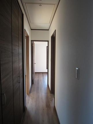 二階 各居室に続く廊下