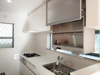 ひろびろキッチンに穴場オプション?オートダウンウォール食器乾燥庫付き。