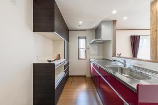 広々としたおしゃれなキッチン空間