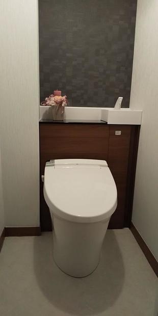 配管スペースを有効活用した収納付きトイレリフォーム