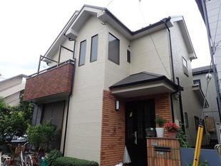【東京都足立区】屋根が急勾配なので屋根足場も組ませていただきました。