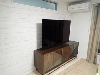 壁掛けTVとカウンター取り付け部は