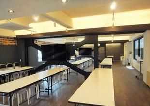 落ち着いた空間の社員食堂