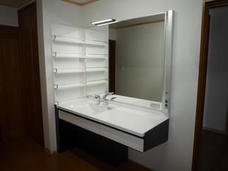 バリアフリー型の洗面台の採用
