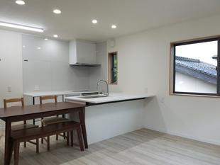 車庫を2階建てに増築して新居に!