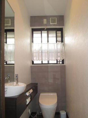 暗いトイレをシックな空間に 佐賀市H様邸