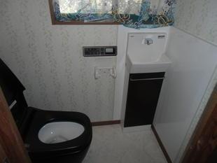 中津市トイレリフォーム 存在感のあるサティスとコフレム