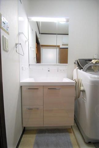 収納充実の洗面化粧台に…