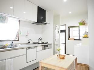 白を基調とした明るいキッチン(筑後市)