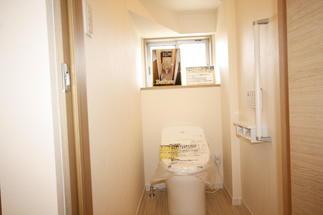 スッキリとしたフォルムのトイレ