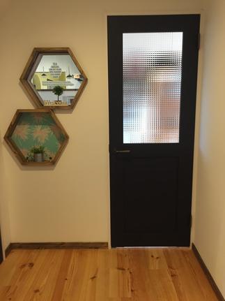 リビングルームに入るドアは素敵にしたい!!