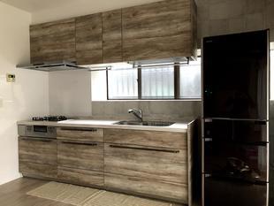 楽らく収納のハンドムーブ吊戸棚付キッチンで大満足