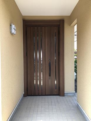 玄関ドア交換で格調高く
