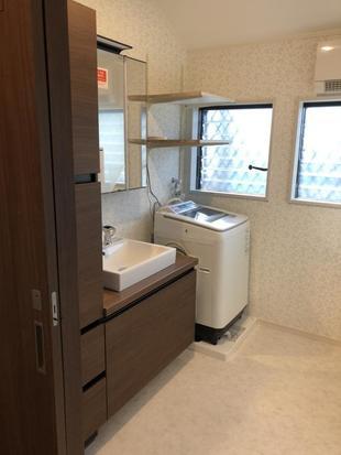 拡幅でゆとりの空間プラス機能が充実した洗面脱衣室が出来ました