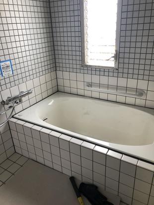 浴室の漏水の修繕と浴槽交換