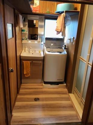 洗面台の交換と床の張り替え
