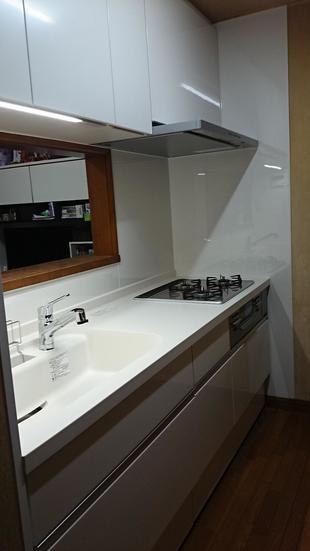 眩しすぎるほど明るいキッチンに変わりました!