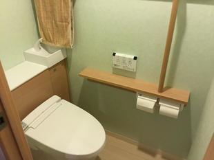 緑の壁紙の明るいトイレに変身★
