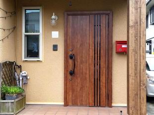 帰宅時には玄関ドアのリフォームが完了!