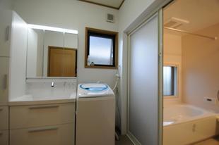 機能・デザイン性も満足のバリアフリー浴室