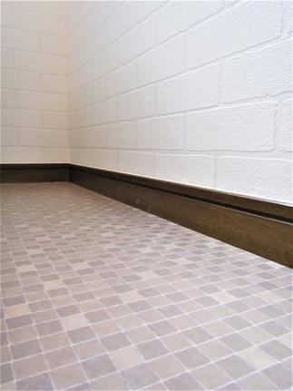 巾木はそのままに、床のCFシートと壁のクロスを貼替