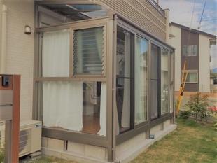 快適な物干し空間と広々収納で、プライバシーも確保!