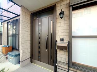 断熱タイプの玄関ドアにグレードアップ(韮崎市)