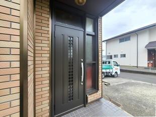 玄関ドアは1日で工事完了 秘密は『カバー工法』(韮崎市)