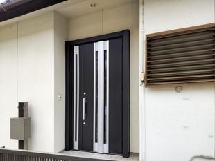 光と断熱をプラスした玄関ドア(甲斐市)